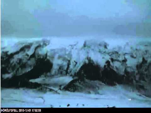 Strange lights and activity at volcano in Iceland.UFOs?