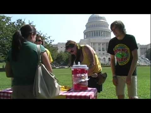 Children defy police in Washington, purchase lemonade at Capitol