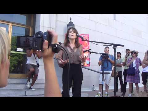 Lucis Trust's Marianne Williamson speaks out at Occupy LA- City Hall 10-12-11