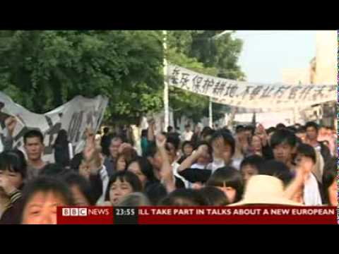 South China Protests, Officials Flee Village-15 Dec 2011