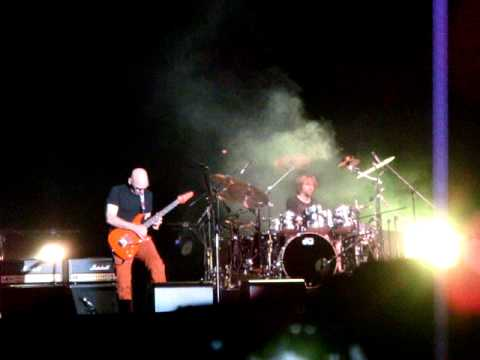 Unstoppable Momentum - Live in Istanbul - May 2013 (Joe Satriani)