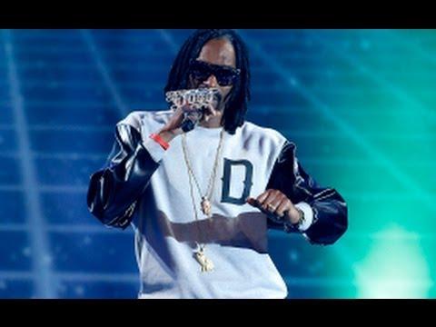 Snoop Dogg Rocks Illuminati Chain at MTV EMAs