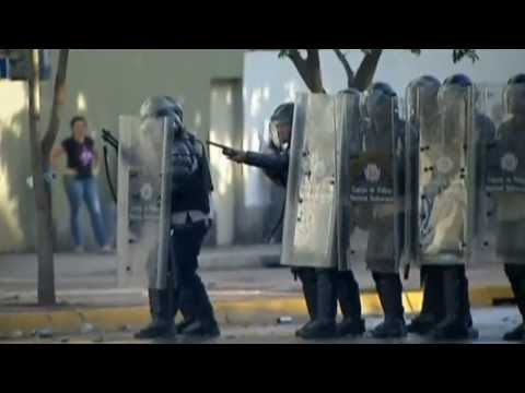 Venezuelan protesters in violent clashes with Government troops - Truthloader
