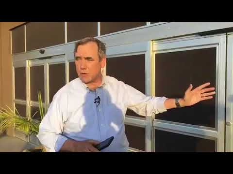 Senator Jeff Merkley Goes To A Refugee Facility In Brownsville Texas