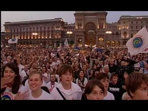 "The biggest peace Karaoke! Milan sings ""Imagine"""