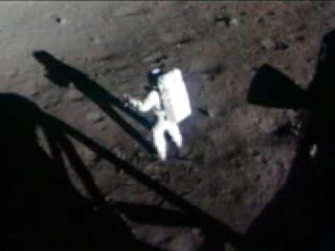 Hay un gallego en la luna