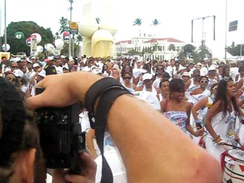 Passagem do bloco Orishalá - na Lavagem do Bonfim 2010