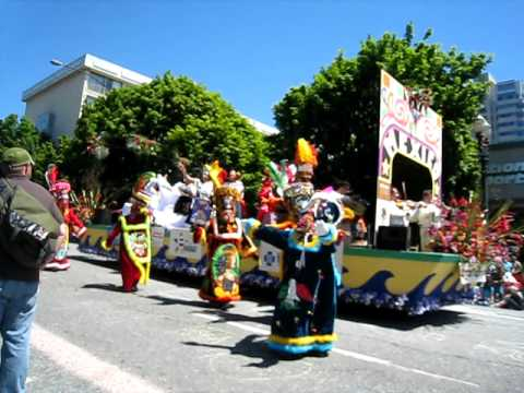 Mexico float: Grand Floral Parade: 2010
