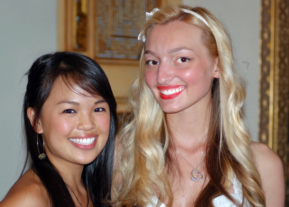 Nikki SooHoo and Joelle Posey Guests of Emerging Magazine's Gift Suite