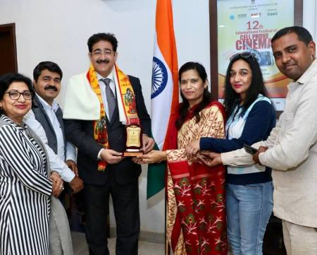 Sandeep Marwah Honored by Sharad Foundation