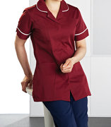 4 Types of Medical Uniforms Essential for Purchase