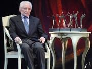 Юрий Григорович,седнал на стол-сн.Класа.бг