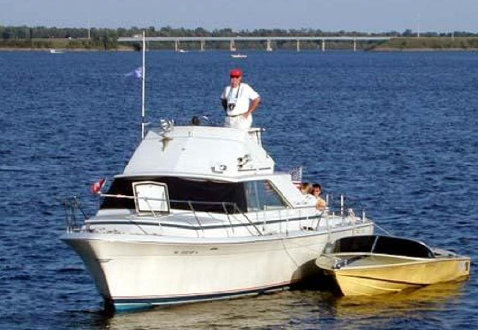 31' Sports Express / Sports Cruiser - Chris Craft Commander Club