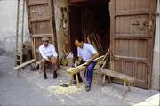 Modica Alta :U maiu (il sig. Maggio) sta realizzando dei manici degli strumenti di lavoro dei contadini modicani.