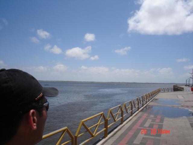 Beira Rio de Santarém-Para - Observando encontro dos rios Tapajós e Amazonas