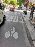 Paris bike bus lane