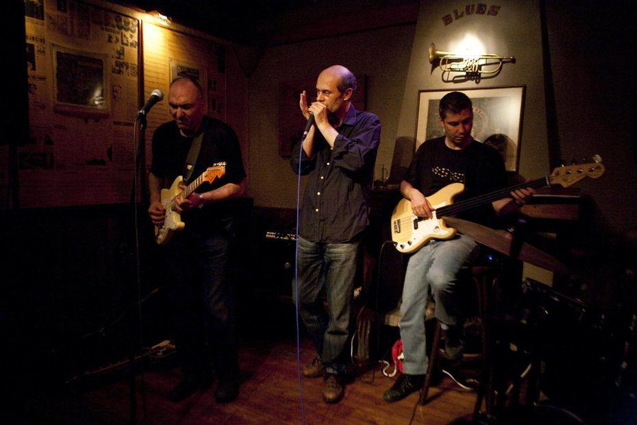 Blues Revenge trio Live at Blues Bar with George Panousis on Harmonica