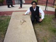 En la tumba de Vicente Huidobro