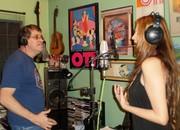 Alondra en el estudio con su arreglista carlos Gúzman de Gaviota en la produccion de su nuevo Cd