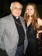 Monseñor Angel San Casimiro es muy especial conmigo. Lo amo. Alondra