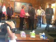 Recibiendo Diploma de Honor en Munic.Prov. de Huanta.