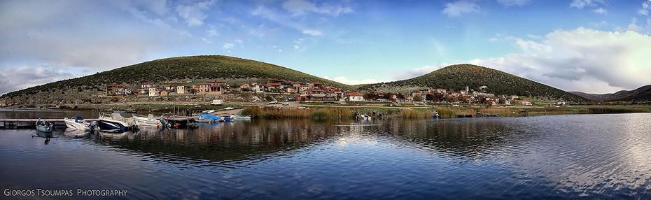 Πανοραμική τού παραλίμνιου χωριού Ψαράδες στήν Μεγάλη Πρέσπα ( Panoramic of Psarades village of Great Prespa )