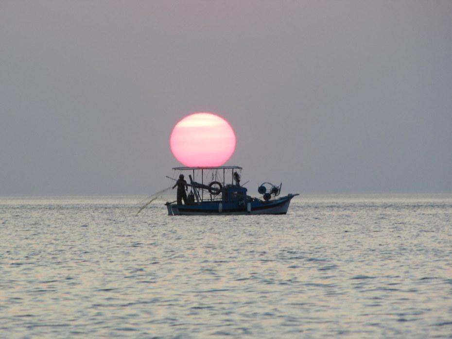 Δύση ηλίου...ώρα για ψάρεμα...!