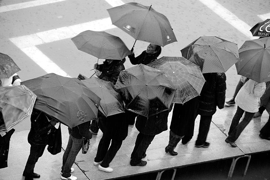 Υπό βροχήν
