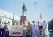 Garvin   with Gandhi statue at Ahmedabad