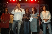 rahul leading other singers