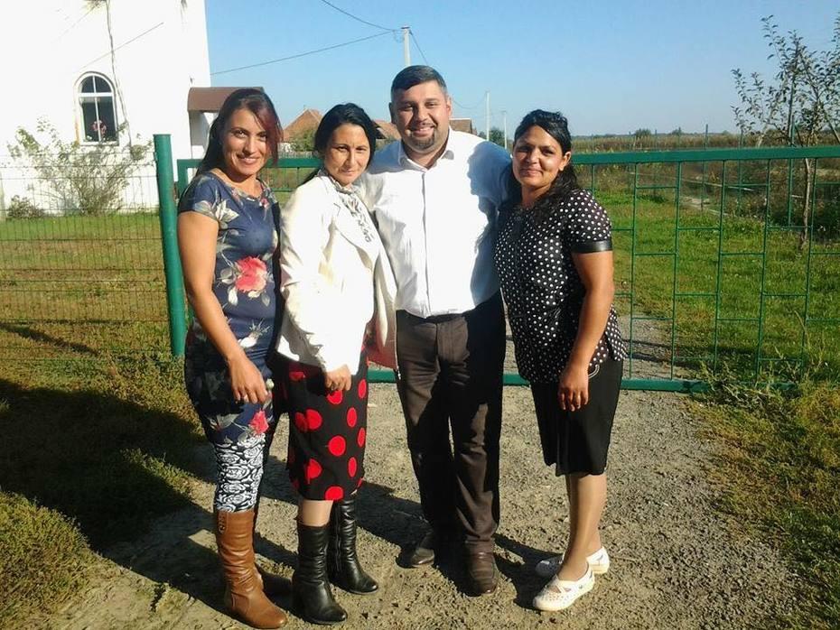 Feeding the Roma Children - World Artists Initiative