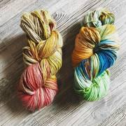 Wolle gefärbt