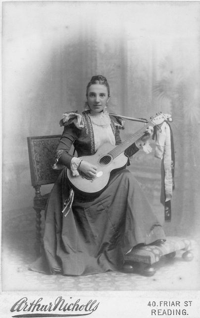 Guitar playing lady from Reading