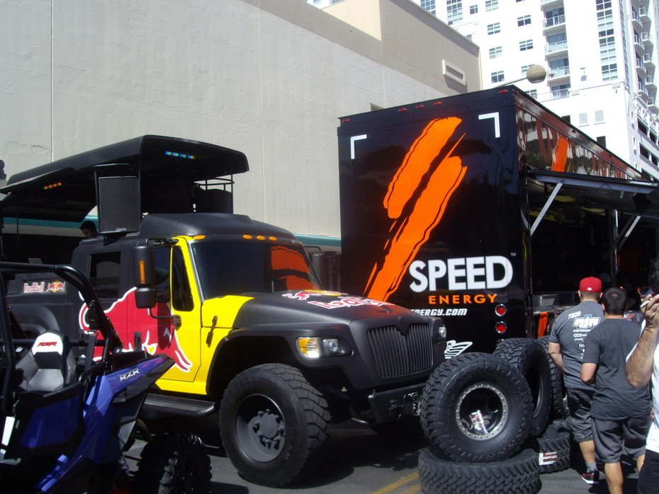 SPEED mixing it up wIth Redbull 2  - 2014 Mint 400