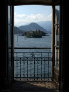 Through the window.. Isola dei pescatori