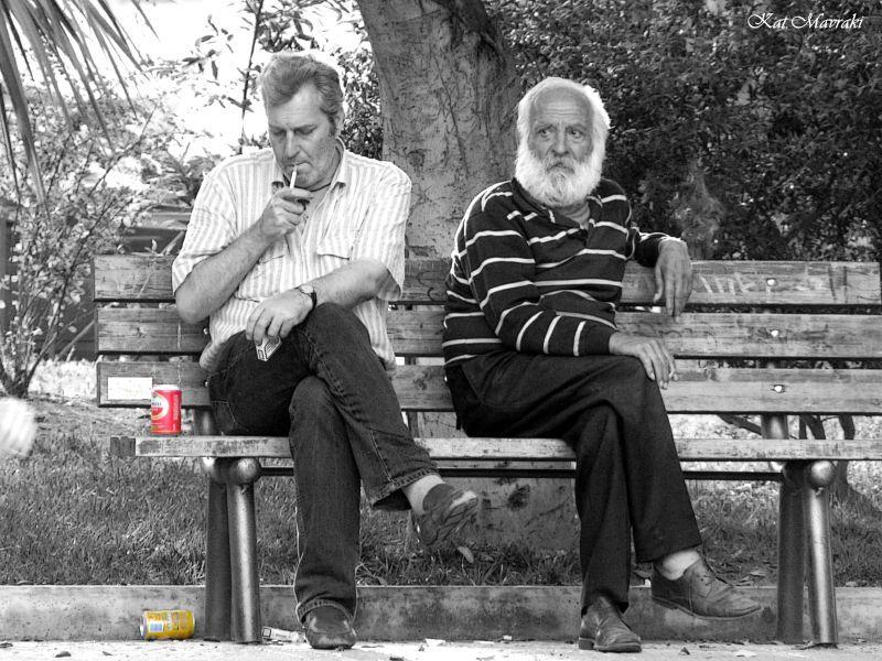 Μ' ένα τσιγάρο συντροφιά και μια μπύρα...!