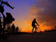Ποδηλάτης στο ηλιοβασίλεμα...