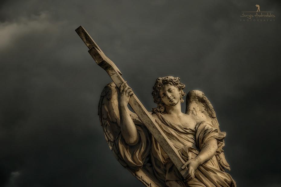Angel witη the Cross