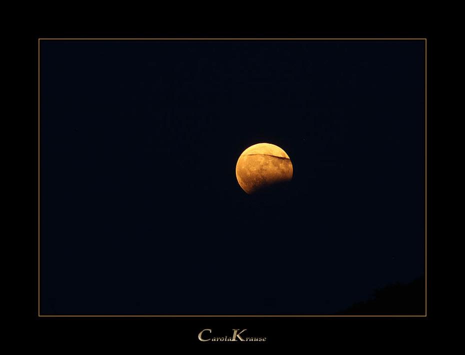 Lunar Eclipse with Cloud Decoration