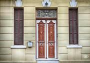 Πόρτες και παράθυρα ερμητικά κλεισμένα.