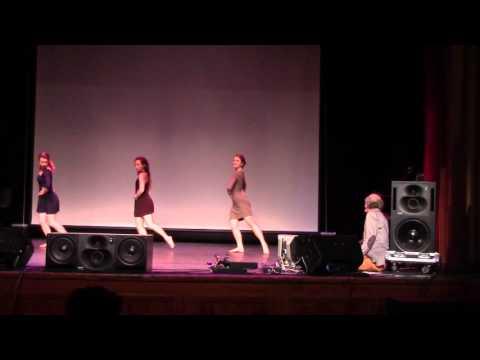 Jeu de modes, interactive dance for three performers