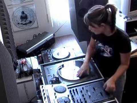 "DJ Shortee - ""Coffee Cuts"" Scratch Practice"