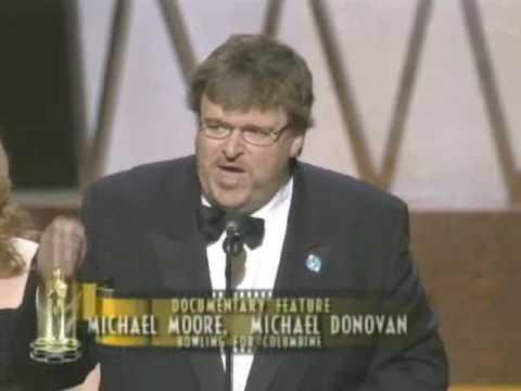Michael Moore winning an Oscar® and blasting Bush (2002)
