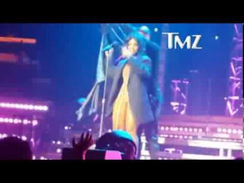 Toni Braxton Wardrobe Malfunction On Stage -New Brunswick, NJ, USA