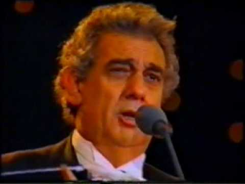 Placido Domingo sings E lucevan le stelle