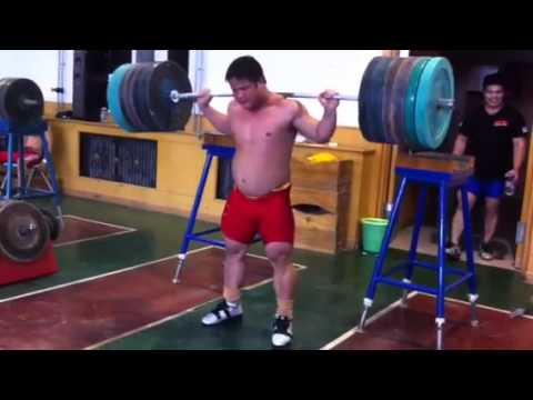 Chinese weightlifter 200kg back squat x 13 reps @ 17 years old