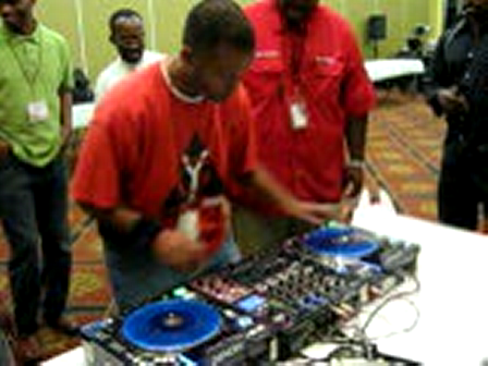 DJ RADICAL doin it up @ HGRP DJ Conf