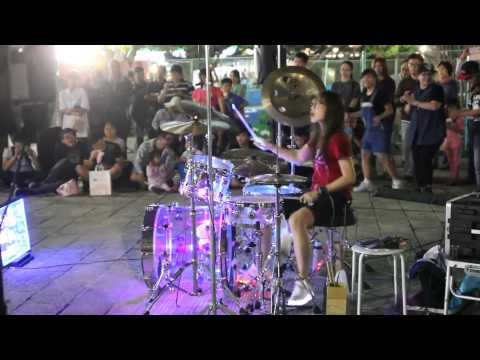 Taiwan girl drumming little apple, hotest song of china