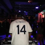 DJ PLAY-BEEZY