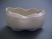 low wavy vase white #2